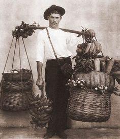 Ambulante do Rio de Janeiro (1895) por Marc Ferrez --- Salesman in Rio de Janeiro, by Marc Ferrez