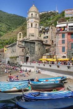 One of my favorite visits so far in Italy has been the Cinque Terre. Menorca, Travel Around The World, Around The Worlds, Places To Travel, Places To Go, Travel Ireland Tips, Italian Romance, Cinque Terre Italy, Living In Italy