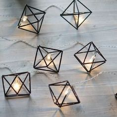 "Himmeli ""diamonds"" out of straw Straw Crafts, Diy Straw, Geometric Decor, Geometric Designs, Handmade Ornaments, Diy Room Decor, Decoration, Diy Furniture, Diy And Crafts"