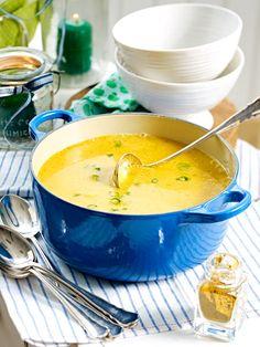 Ein großer Topf Suppe sollte auf keinem Brunch fehlen.