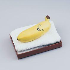 Aujourd'hui on se détend chez les yobananes ! Profitez vous aussi de cette journée de repos . Marius yobanane de force lui a trouvé un petit endroit pour passer sa journée à ne rien faire. Quel bonheur ! ...#1ermai #fetedutravail #yobanane  #repos #merité #bananefatiguée #banane #bananemagique #banane