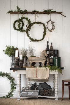 You can get that remarkable farmhouse Christmas look without having to spend a lot of money. It's possible for you to have a look at my Christmas gallery of ideaswhile you're here. Christmas meant Christmas trees annually. Natural Christmas, Primitive Christmas, Scandinavian Christmas, Simple Christmas, White Christmas, Scandinavian Style, Decoration Christmas, Farmhouse Christmas Decor, Country Christmas