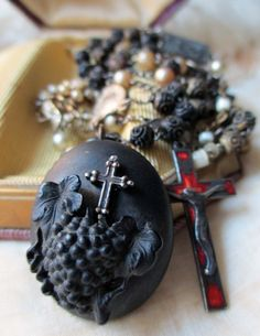 'rememberance' antique assemblage necklace with gutta percha mourning locket and bone rosary by The French Circus on Etsy St Pio Of Pietrelcina, Gutta Percha, Mixed Media Jewelry, Trash To Treasure, Vintage Inspired, Vintage Jewelry, Antiques, King Jesus, Rosaries