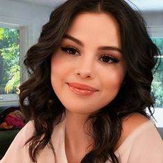 Selena Gomez Bangs, Selena Gomez With Fans, Selena Gomez Style, Selena Gomez Bikini, Aesthetic Makeup, Polish Girls, Sweet Dreams, Diy For Kids, Taylor Swift