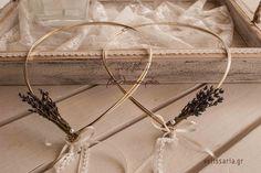 Επάργυρη και επίχρυση βέργα με διακόσμηση λεβάντας στο πίσω μέρος.Ένα όμορφο ρομαντικό στέφανο! Τα στέφανα συνοδεύονται από πολυτελές κουτί και δύο καρφίτσες, γαμπρού και κουμπάρου. Στην τιμή συμπεριλαμβάνεται ΦΠΑ 23%. Δωρεάν αποστολή σε όλη την Ελλάδα.