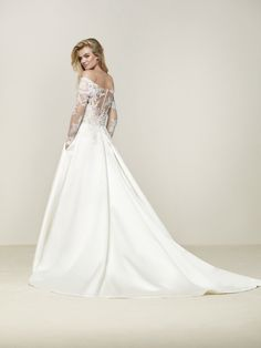 Wedding dress fitted at the waist