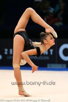 Yoga for Everyone Flexibility Dance, Gymnastics Flexibility, Acrobatic Gymnastics, Sport Gymnastics, Amazing Gymnastics, Gymnastics Photography, Gymnastics Pictures, Artistic Gymnastics, Sporty Girls