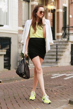 Amarelo neon na Moda feminina combinada