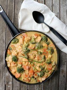 Kreolsk laksepanne - LINDASTUHAUG Fish Recipes, Dog Food Recipes, Fast Food Franchise, Norwegian Food, Good Food, Yummy Food, Fish Dinner, Fish And Seafood, Easy Healthy Recipes