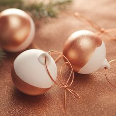 Add a touch of luxe to your Christmas decorations with the trendy colour of the moment, and have a go making some metallic copper dipped baubles. Copper not your thing? Swap in any metallic colour for the same effect! How To Make Christmas Tree, Christmas Tree Baubles, Christmas Mood, Christmas Makes, Christmas Decorations, Diy Tree Decorations, Elegant Christmas, Christmas 2019, Copper Ornaments
