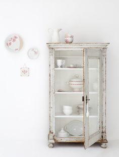 ❥ Love this cabinet/armoire