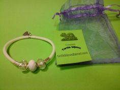 € 3,00 - Bracciale bianco in caucciù e pietre bianche . turtlebijoux@gmail.com