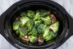 Slow Cooker Garlic Chicken Alfredo with Broccoli - - Absolutely loaded with flavor! This amazing crockpot chicken alfredo dinner is low carb and keto-friendly. Crockpot Chicken Alfredo, Crockpot Chicken Dinners, Chicken Broccoli Alfredo, Garlic Chicken, Slow Cooker Chicken, Chicken Recipes, Roast Recipes, Homemade Alfredo, Low Sodium Chicken Broth