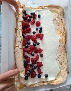 Cake Roll Recipes, Dessert Cake Recipes, Easy Desserts, Baking Recipes, Cookie Recipes, Pavlova, Different Cakes, Desert Recipes, Cupcake Cakes