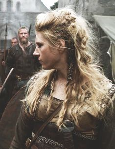 the sparrow flies south for winter # viking Braids lagertha once upon a bye Warrior Braid, Viking Warrior, Viking Woman, Viking Makeup, Lagertha Hair, Lagertha Lothbrok, Character Makeup, Character Outfits, Character Ideas