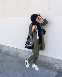 Trendy fashion hijab outfits ideas actual scarf is a vital item from the garments of women usi Hijab Fashion Summer, Modest Fashion Hijab, Modern Hijab Fashion, Casual Hijab Outfit, Hijab Fashion Inspiration, Islamic Fashion, Hijab Chic, Muslim Fashion, Trendy Fashion
