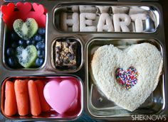Make your sweetie's Vday lunch - bento style like this. Create a chocolate sandwich using a chocolate spread, add some chocolate hearts/kisses, chocolate sauce to dip fruit into and throw in some cookies. or a slice of chocolate cake. Cute Bento Boxes, Bento Box Lunch, Lunch Snacks, Diabetic Lunch Ideas, Japanese Food Sushi, Kids Lunch For School, School Lunches, Lunch Box Notes, Snack Box