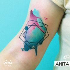 Watercolor  #geometrictattoo #watercolortattoo #colortattoo #tattoostudio #tattooart #ink #palermotattoo #watercolor #geometric #iristattoo #buenosaires #argentina