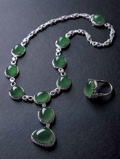 Zhaoyi Cuiwu, Jadeite Cabochon Jewelry. Photo courtesy Zhaoyi Xintiandi Co. Ltd