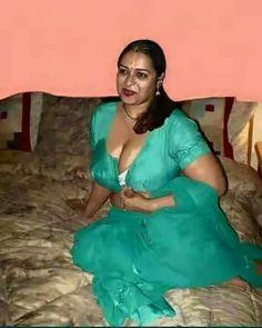 Girl Photo Download, Aunty Desi Hot, Aunty In Saree, Indian Photoshoot, Indian Bikini, Samantha Photos, Indian Goddess, Beautiful Girl Indian, Beautiful Saree