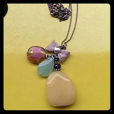 Tri color pendants necklace 3 different colors pendants with bow necklace. Very cute! Accessories