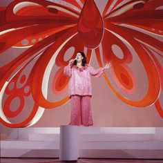 thats-the-way-it-was: Cass Elliot performs on her television...