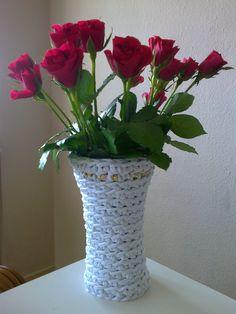 Vase hæklet af stofgarn