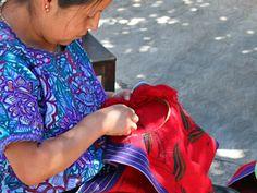 Mujer Tzotzil tejiendo