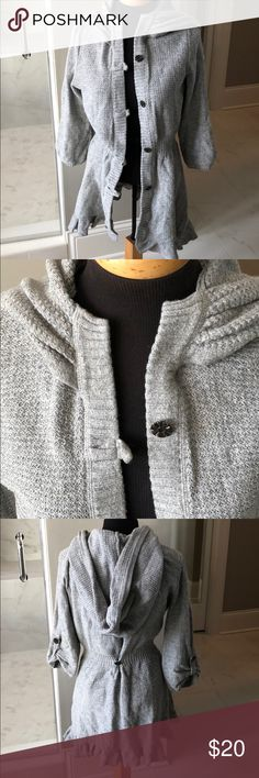 Super cute sweater Size small, like new Closet Romantic Sweaters