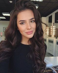 40 Simple Everyday Office Makeup Natural & Easy Ideas for Professional and Business Looks Hair Color brunette hair color Brown Skin Makeup, Gold Makeup, Dark Hair Makeup, Curly Hair Styles, Natural Hair Styles, Natural Beauty, Brown Hair Colors, New Hair, Hair Cuts