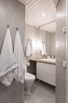 diy home decor ideas Laundry Room Bathroom, Bathroom Toilets, Apartment Layout, Bathroom Essentials, Home Spa, Sauna, Dream Bathrooms, Home Reno, Bathroom Inspiration