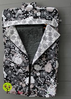 garment bag tutorial (lots of pictures) from 2 Little Hooligans