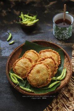 Dark Food Photography, Bengali Food, Pub Food, Food Concept, Food Backgrounds, Seafood Restaurant, Indonesian Food, Food Presentation, Food Plating