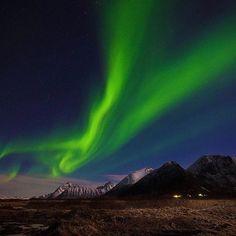 "الشفق القطبي من مدينة أفوتين بالنرويج.. تصبحون على خير  #النرويج #أفوتين #الشفق_القطبي #الشفق  #Norway #Lofoten #AuroraBorealis  #InstaTravel #InstaNature #DreamLife #NatureLover #OutDoors #Beautiful #EarthOfficial #Explore #ilovetravel #InstaMood #WanderOut #skylover #Wonderful_Places #amazingplaces #wanderout #EarthOfficial #instago #EarthPics  عدسة: ""Gronseth desde """
