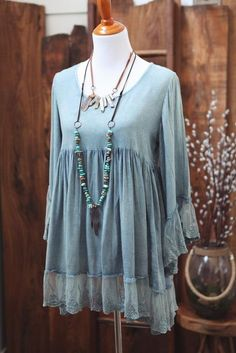 Round neck tie-dye long tunic/dress with lace detailing at sleeves and hem. COLOR: BLUE