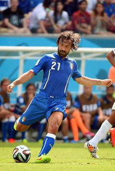 Bryan Ruiz's goal in the first-half against Italy sealed England's elimination from the World Cup and saw Costa Rica progress to the last . Best Football Players, Soccer Players, Football Team, Football Pics, World Cup 2014, Fifa World Cup, Bryan Ruiz, Andrea Pirlo, Costa Rica