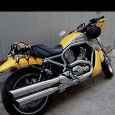 Harley...dont like the yellow but like the pipes