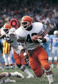 October 1,1978- Cleveland Browns running back Mike Pruitt (43) runs with the ball against the Houston Oilers at Cleveland Stadium. The Oilers beat the Browns 16-13.