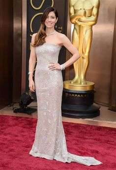 #JustinTimberlake is one #lucky man. His wife #JessicaBiel looks gorgeous in #ChanelHauteCouture, right? Click here for more #pretty #Oscar #ladies on Wonderwall: http://on-msn.com/1dR67ex