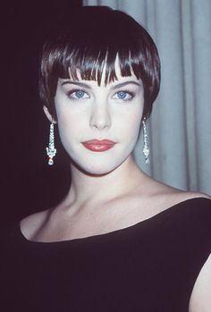 "suicideblonde: "" Liv Tyler at the 1998 Costume Gala "" Liv Tyler, Steven Tyler, Arwen, Pixie Styles, Short Hair Styles, Pixie Crop, Winter Typ, Jackson, New Hair"