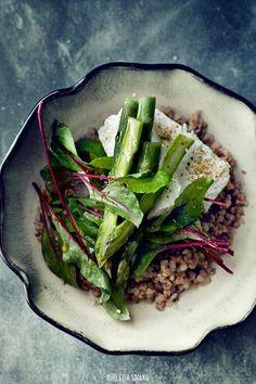 Buckwheat, asparagus and white cheese salad Buckwheat Salad, Ayurvedic Recipes, Salad Dishes, Asparagus Salad, Spring Salad, Cheese Salad, Fruit And Veg, Food Menu, Soul Food