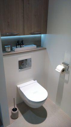 No nasty bases to have to clean. Could just mop under… Ik wil dit soort toiletten. Kon in plaats daarvan er gewoon snel onder dweilen! Bathroom Design Luxury, Bathroom Layout, Modern Bathroom Design, Bathroom Designs, Bathroom Ideas, Small Toilet Room, Small Bathroom, Cloakroom Toilet Downstairs Loo, Wc Design