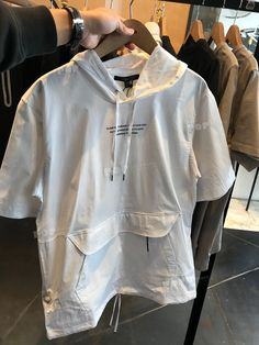 Shanghai Menswear Top T-Shirt New T Shirt Design, Shirt Designs, Fashion Fashion, Fashion Outfits, Fashion Trends, Streetwear Jackets, Mens Activewear, Personalized T Shirts, Trends 2018