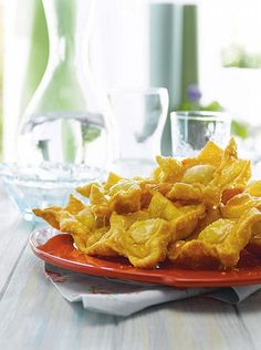Pastelitos de membrillo Onion Rings, Waffles, Cooking, Breakfast, Ethnic Recipes, Food, Quince Cakes, Puff Pastry Recipes, Cup Cakes