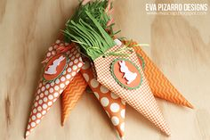 Pebbles Easter Carrot Treats by Eva Pizarro Candy, Christmas Ornaments, Holiday Decor, Gifts, Diy, Easter Ideas, Ideas Para, Scrap, Holidays