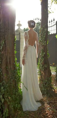 Simple Beach Open Back Lace Bridal Dress with Long Sleeves