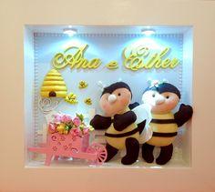 Enfeite para porta de maternidade e para quarto de menina.  Com lindas abelhinhas.  Pode ser feita com apenas um nome.    Garantia: 3 meses