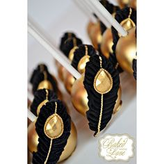 The Great Gatsby inspired cake pops Cakepops, Mini Cakes, Cupcake Cakes, Great Gatsby Cake, Oreo, Magnum Paleta, Chocolate Covered Treats, Wedding Cake Pops, Candy Apples