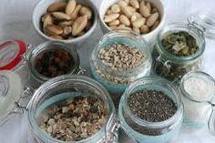 Afbeeldingsresultaat voor TIPS VOORRAADKAST Healthy Recipes, Healthy Food, Cereal, Almond, Healthy Living, Breakfast, Om, Organizing, Salads