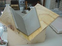 The Right Angle for Approaching Geometric Ceramic Sculpture